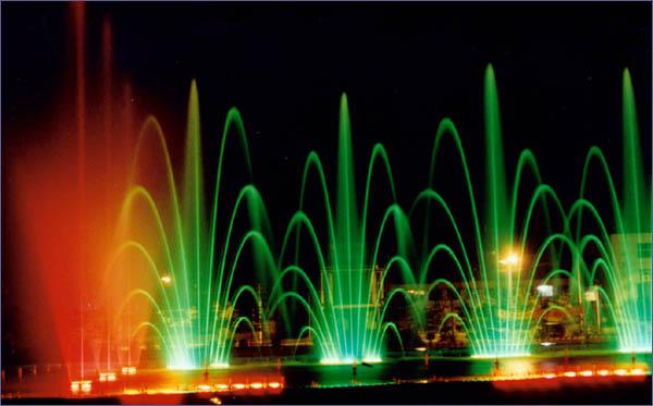 我们的三维动画设计人员,随时可让您观赏到完整的彩色音乐喷泉过程