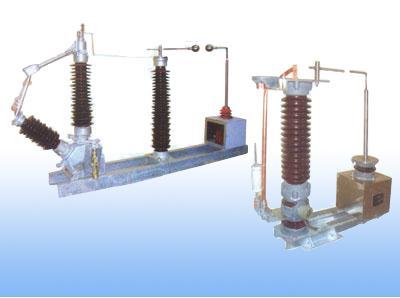 110kV、220kV是供电网络的主要电压等级,由于电压很高, 中性点一般采用直接接地方式,由于继电保护整定配置及防止通讯干扰等方面的要求,为了限制单相短路电流,其中有部分变压器采用中性点不接地方式。在这种运行方式下,由于雷击、单相接地短路故障等会造成中性点过电压,而且变压器大多是分级绝缘,因此过电压对中性点的绝缘造成很大威胁,必须对其设置保护装置防止事故发生。