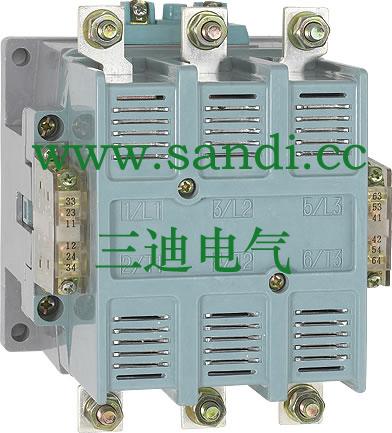 接触器主要用于交流50Hz(60Hz),额定工作电压至660V(1140V),额定工作电流至1000A的电力系统中,用以接通和分断电路,控制电动机的起动,分断和反接制动。并可与适当的热继电器或电子保护装置组合成电动机起动器,以保护可能发生过载的电路或电动机,符合标准GB14048.4及JB/T8591.
