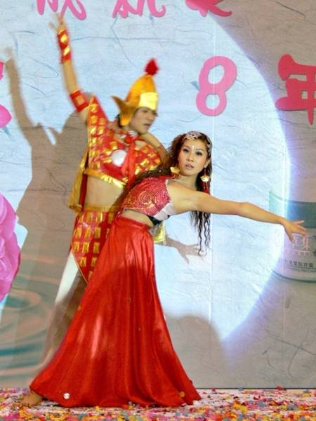郑州特色演出公司--舞  蹈: 街舞,爵士舞,芭蕾舞,肚皮舞,拉丁舞,桑巴图片