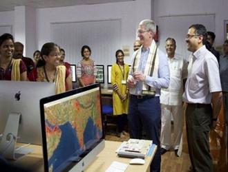 库克:苹果考虑将全部生产线搬至印度