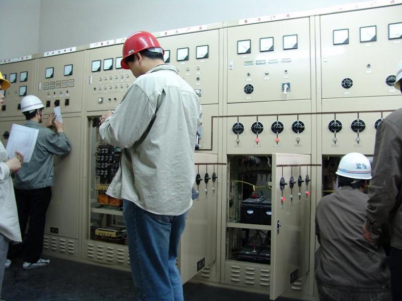 配电柜是按电气接线要求将开关设备,测量仪表,保护电路和辅助设备组装