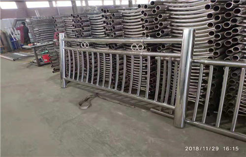 宁安Q235碳钢护栏款式新颖独特