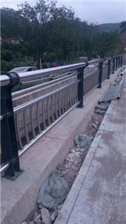 亳州出有锈钢防碰护栏防碰公用