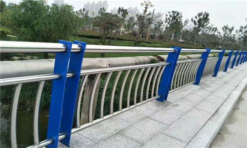 武漢201不銹鋼復合管橋梁護欄精工細作