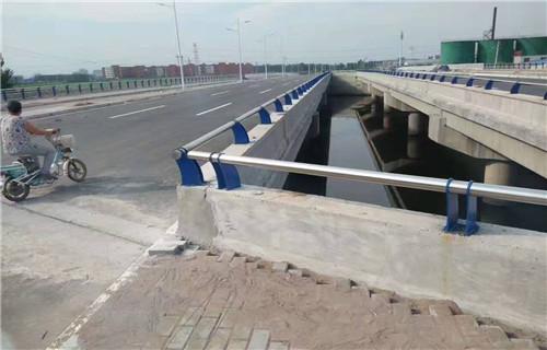 巢湖不銹鋼橋梁防撞護欄多少錢一米