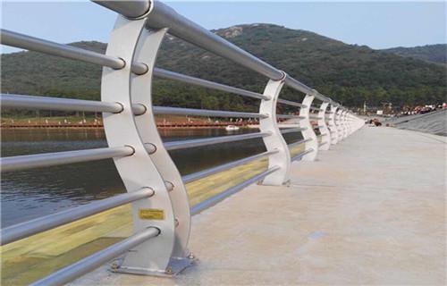 東港不銹鋼橋梁防撞護欄服務完善