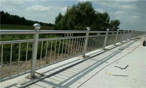 長春河道防護不銹鋼欄桿全國供貨