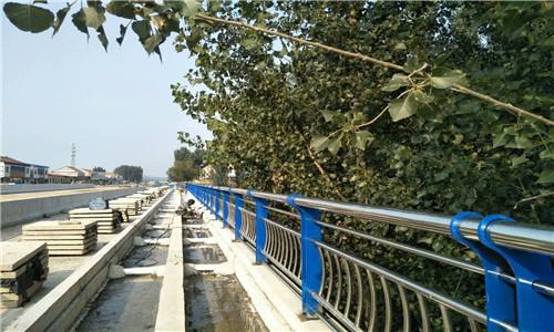 海北桥梁护栏国标尺寸全国供货